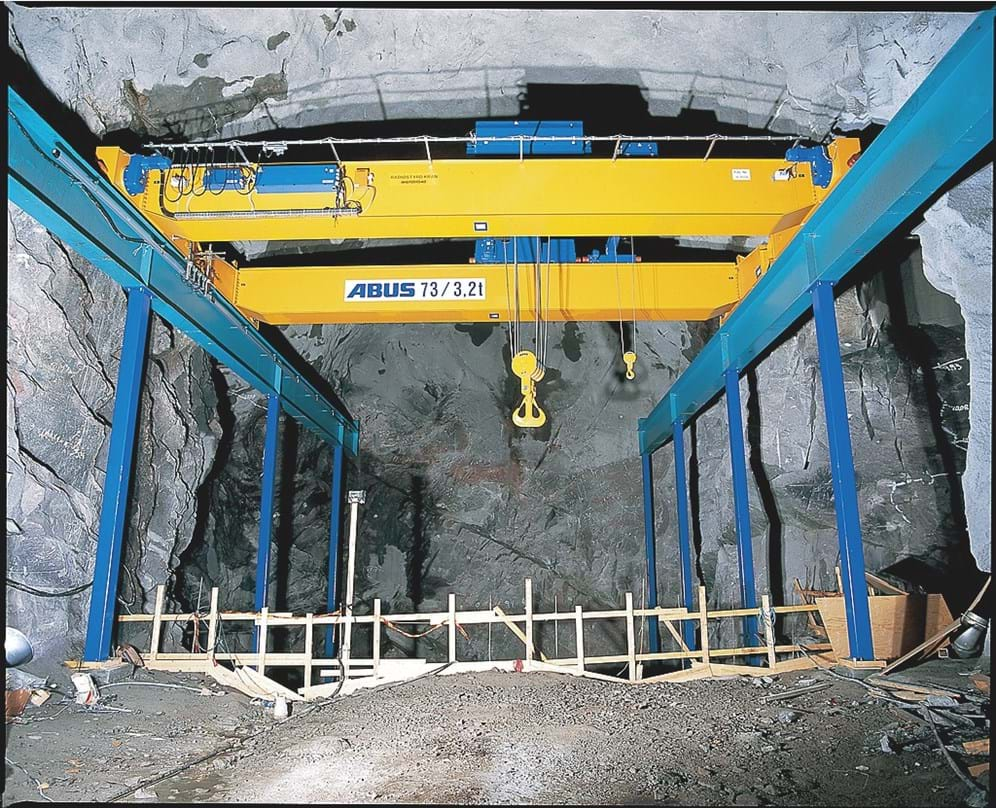 Overhead crane with independent column structure